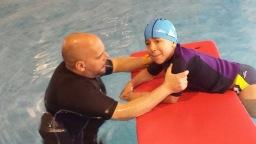 Ejercicio de natación adaptada